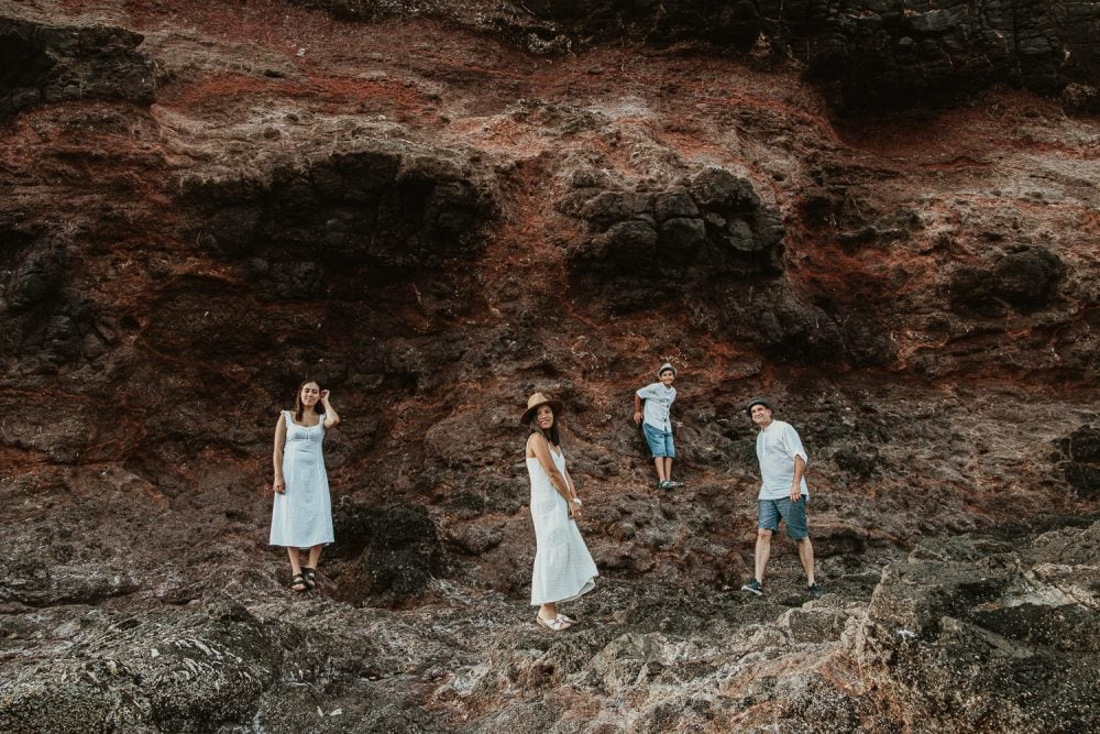 Family at a rockface - Groupphoto of family by Photographer - Creative phoots - earthy, natural tones