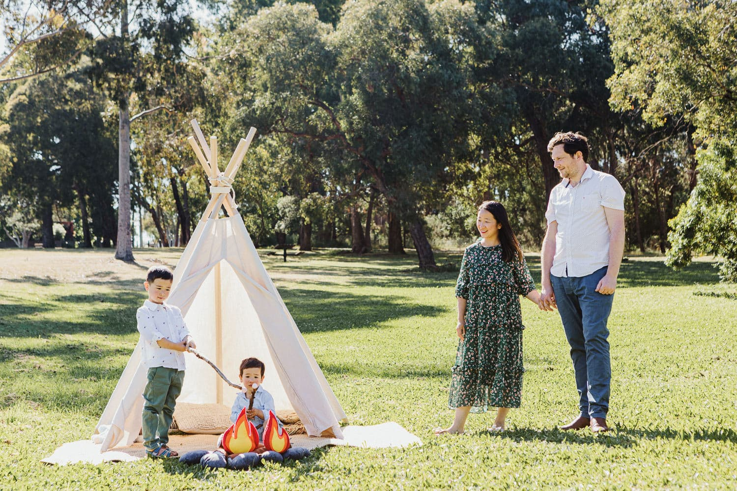 Mini Sessions for Families - Affordable Family Photography in melbourne - Family with Teepee - Creative Photo Kids and Families